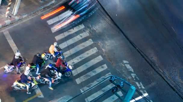 na křižovatce ulic - časová prodleva