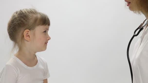 Sprutande flicka video