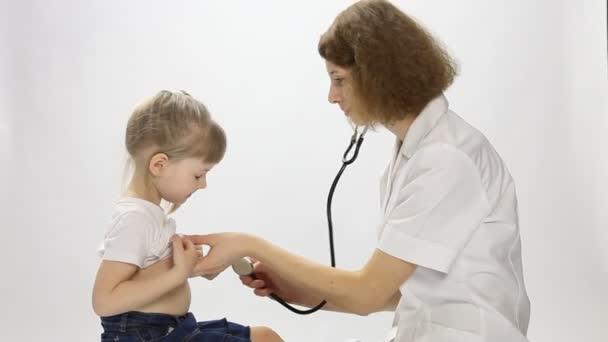 lékařské vyšetření holčičky