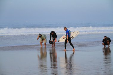 Mick Fanning entering the water