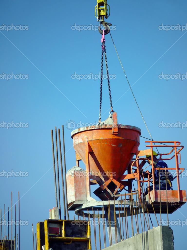 Mezcla de hormig n vertido foto de stock pryzmat 32962305 for Mezcla de hormigon