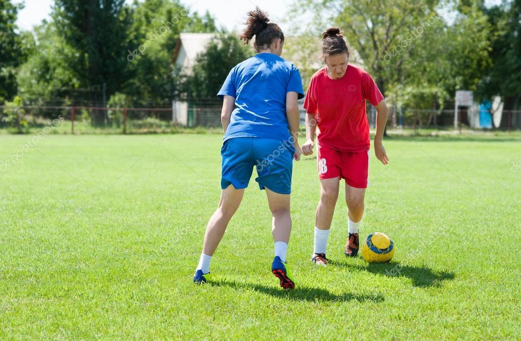 Fotos Chicas Jugando Futbol Futbol Chicas Foto De Stock