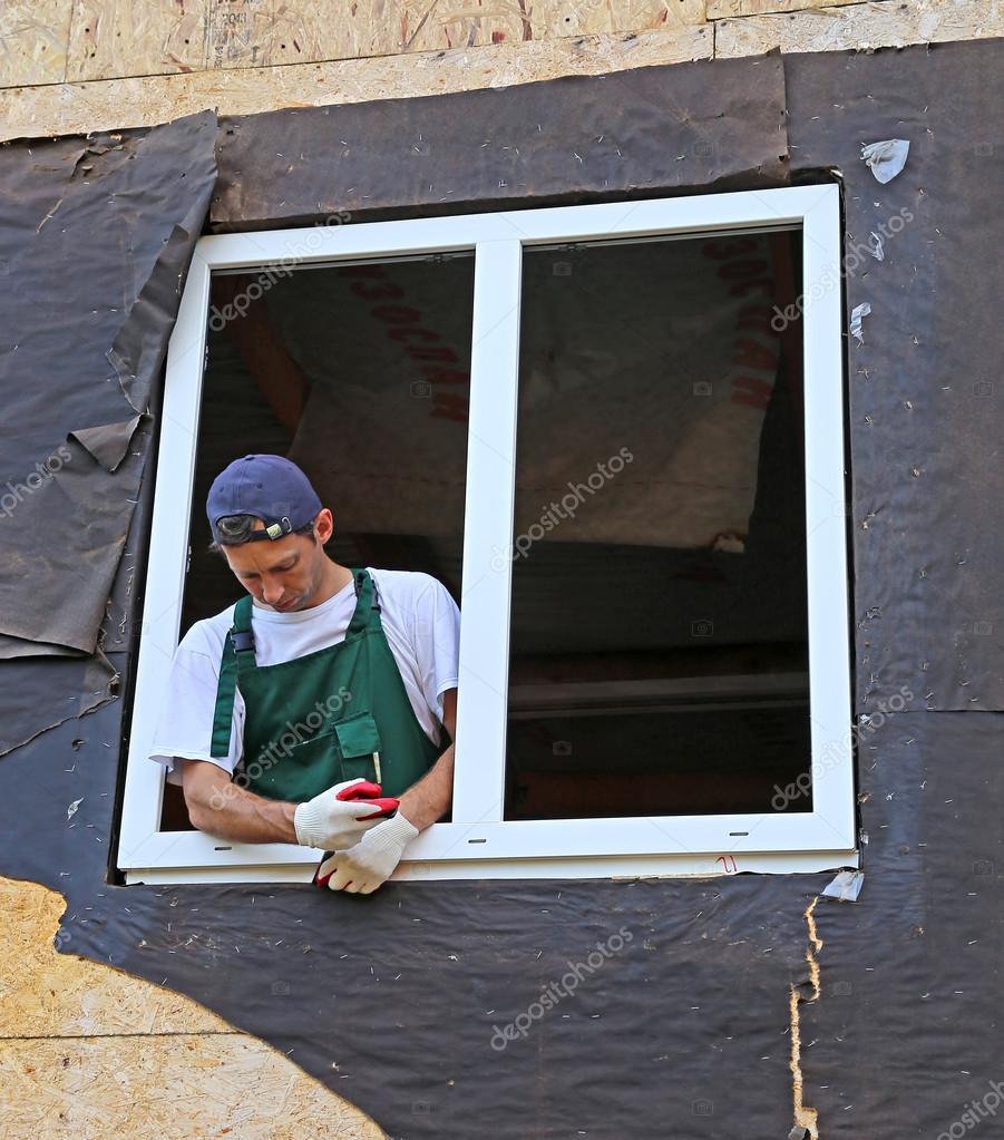 Installation von Kunststoff-Fenster in den Rahmen-Haus — Stockfoto ...