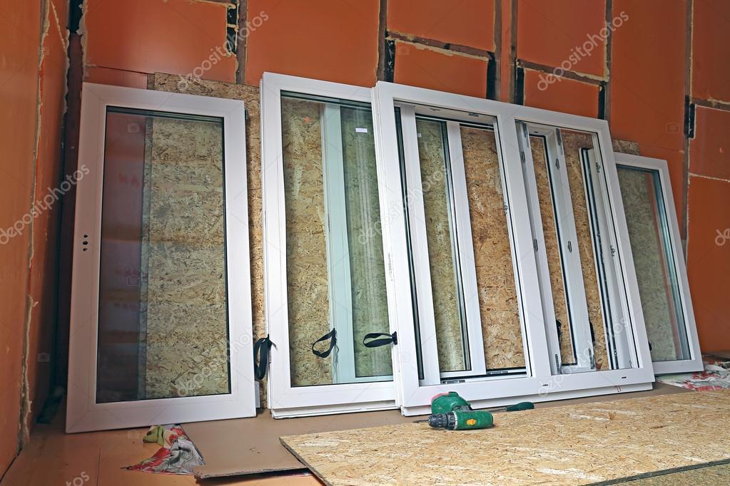 instalación de ventanas de plástico en la casa de marco — Fotos de ...