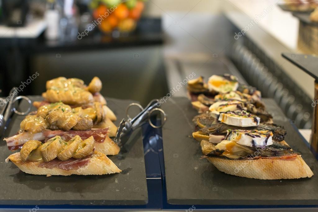 Van Ham Keukens : Spaanse tapas van ham paddestoel en vijgenconfituur baskische