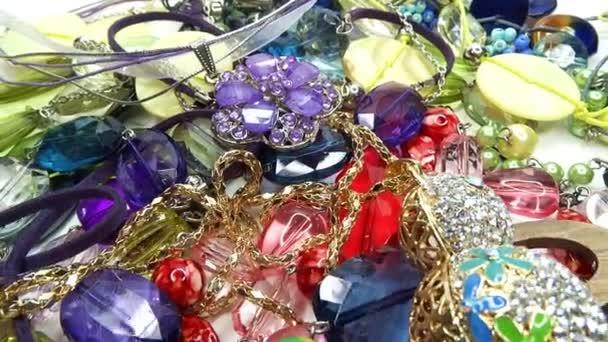 krystaly korálky šperky jako módní pozadí