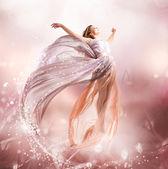 Tündér. Gyönyörű lány ruha repülő fúj. Magic