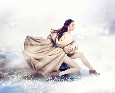 Fashion Beautiful Winter Woman in Luxury Fur Mink Coat
