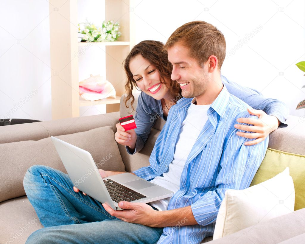 Online shopping couple using credit card to internet shop for Casa shop online