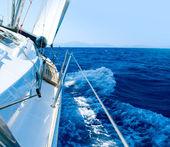 Fotografie jachta. plachtění. jachting. cestovní ruch. luxusní životní styl