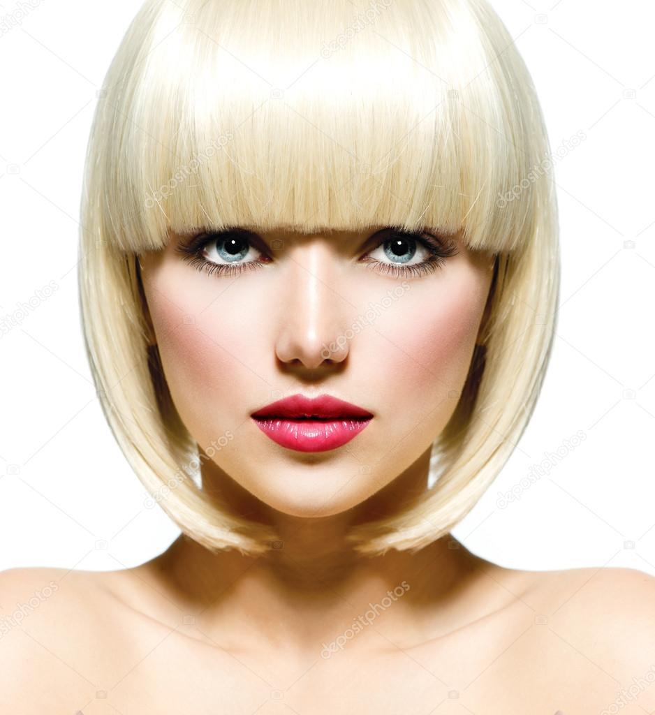 Лицо красивой девушки в профиль