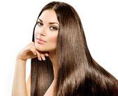 Fotografie lange glatte Haare. schöne brünette Mädchen isoliert auf weiß