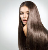 Photo Long Healthy Straight Hair. Model Brunette Girl Portrait