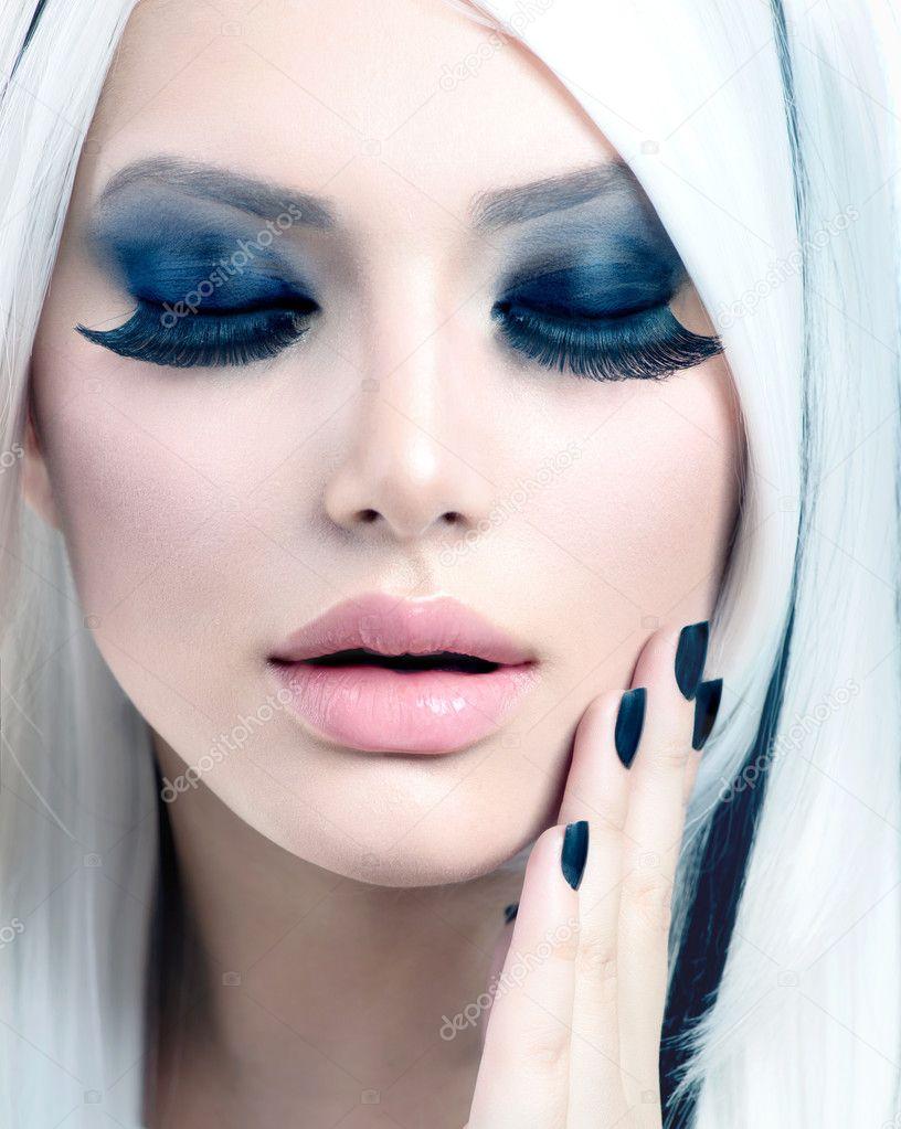 Modèle de beauté mode fille noir et blanc. maquillage des yeux Smoky\u2013  images de stock libres de droits