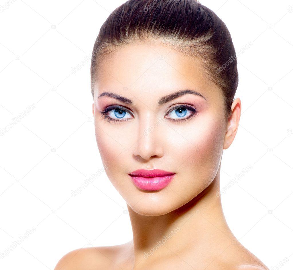 Frau Gesicht: Schönes Gesicht Der Jungen Frau Mit Sauber Frische Haut