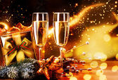 Photo New Year and Christmas Celebration. Two Champagne Glasses