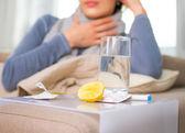 Kranke Frau. Grippe. Frau erkältet