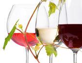 tři sklenky vína