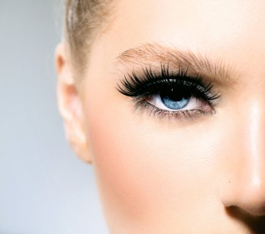 Beauty makeup for blue eyes.