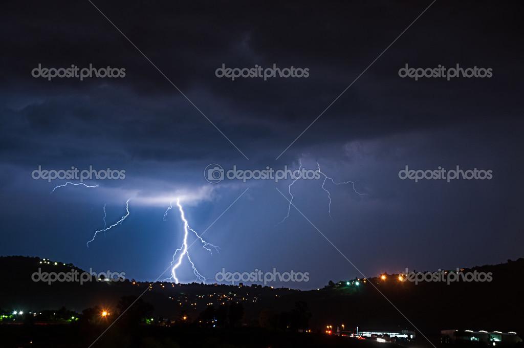 Lightning strike reaching the ground