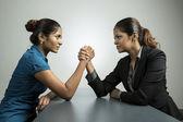 Fotografie Business-Frauen, die Kämpfe um