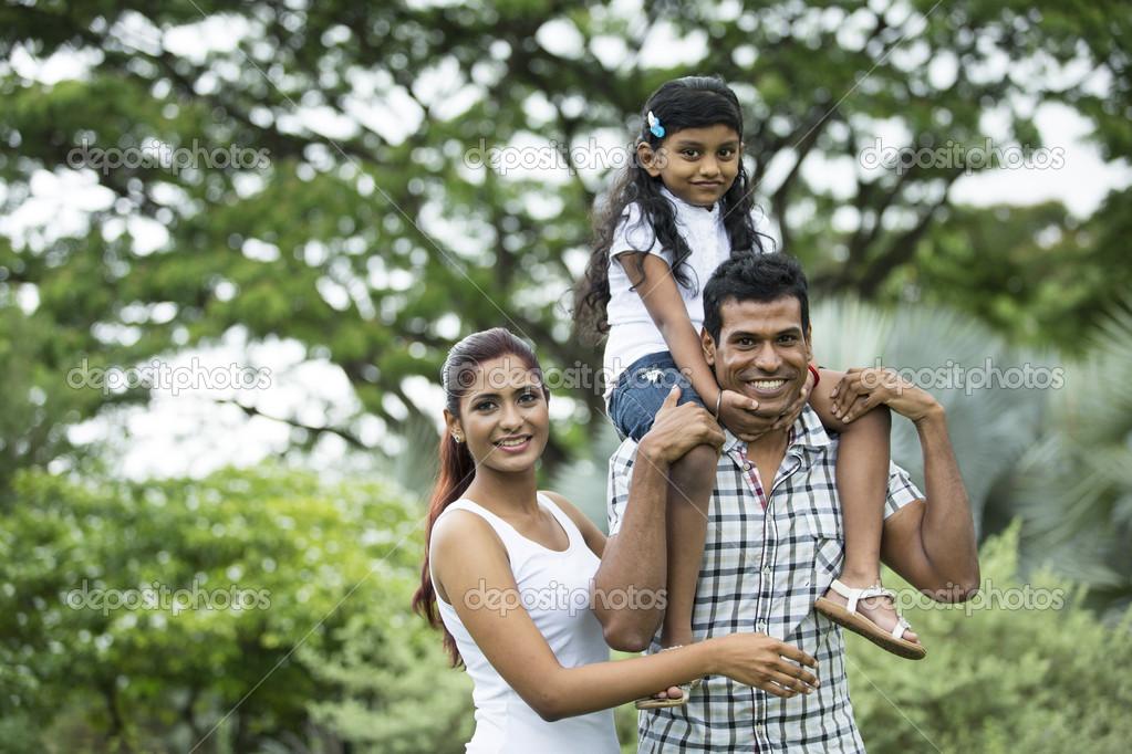 индийской знакомства семьей с