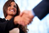 handshake mezi podnikateli