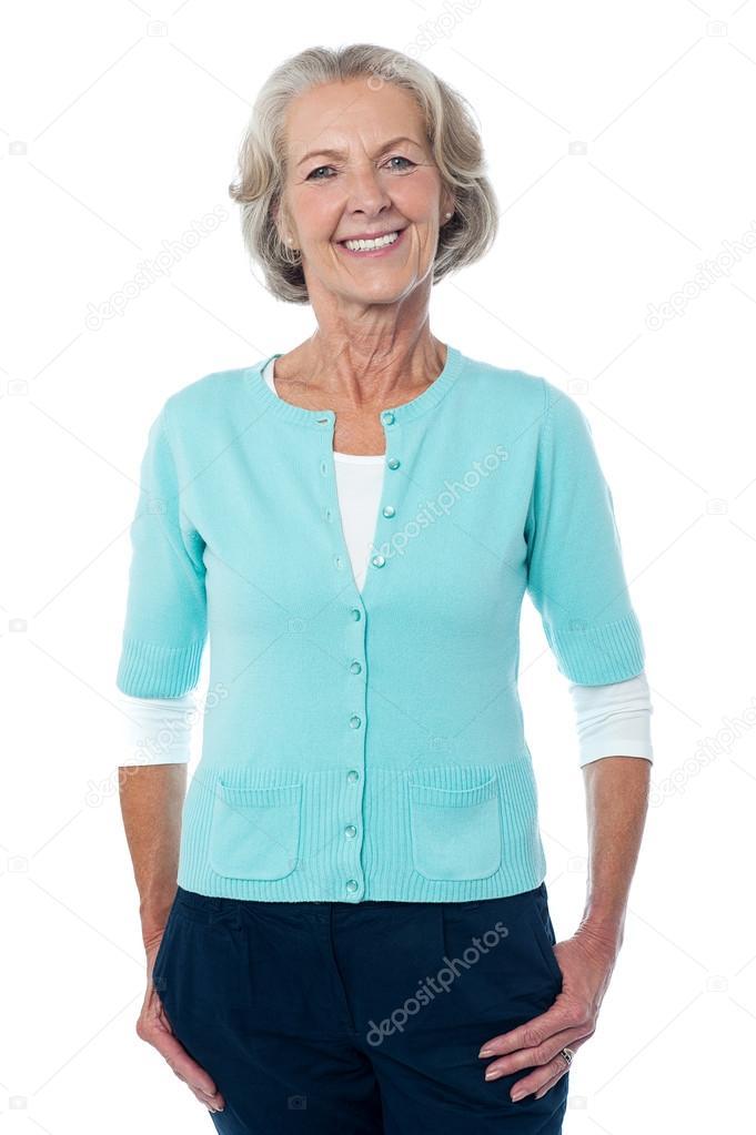 Anciana posando casualmente retrato de cuerpo entero for Comprar espejo cuerpo entero