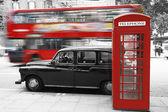 Londýn telefonní budky a taxi