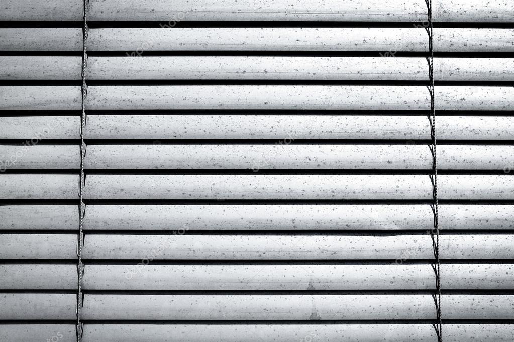 Türen shop  Graue Fensterläden über ein Shop-Türen — Stockfoto © romantsubin ...