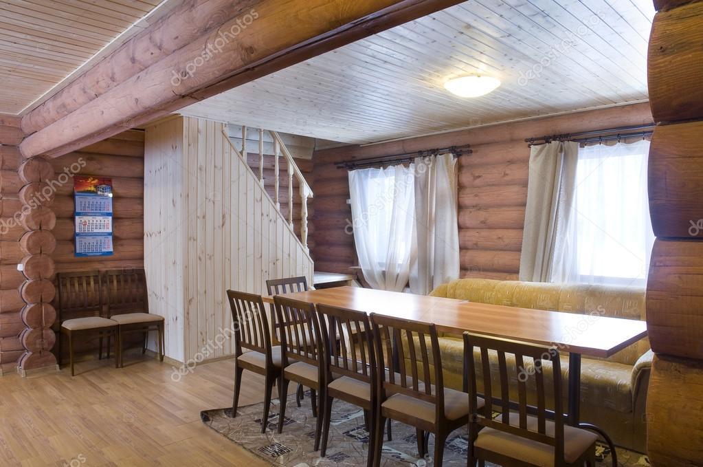 https://st.depositphotos.com/1504275/4355/i/950/depositphotos_43552877-stockafbeelding-houten-huis-interieur-meubels.jpg