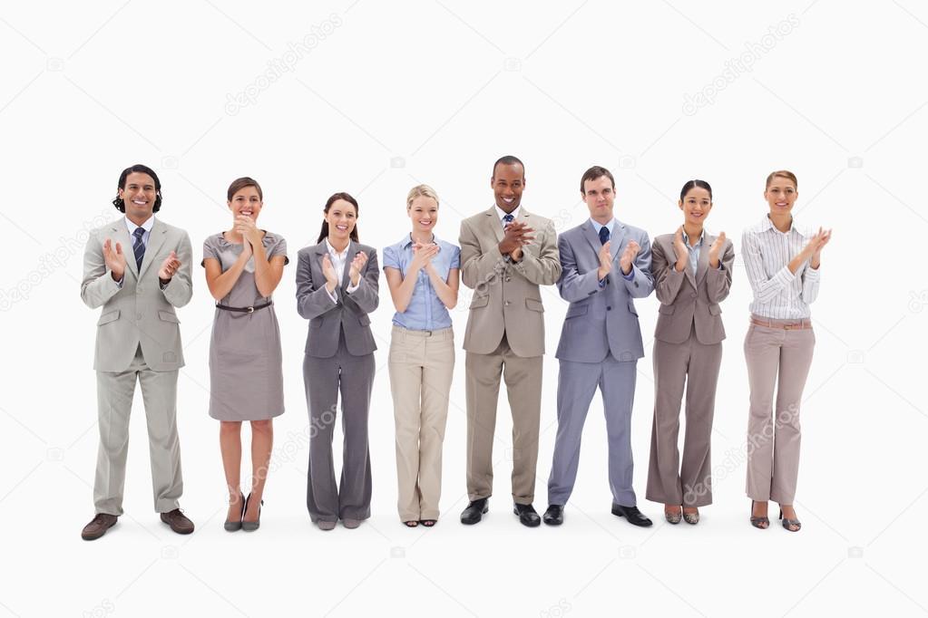 Équipe des activités applaudissant sur fond blanc — Image de Wavebreakmedia 19b25563df6