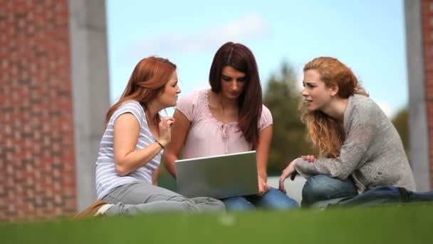одноклассники про девочек видео для взрослых