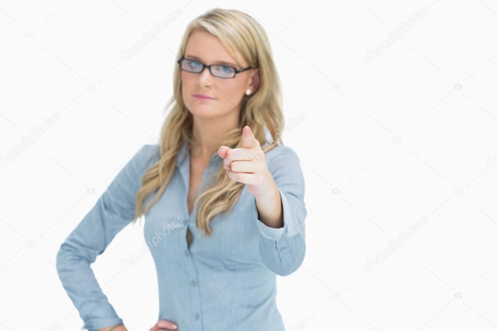 Frau streng Blick in die Kamera — Stockfoto