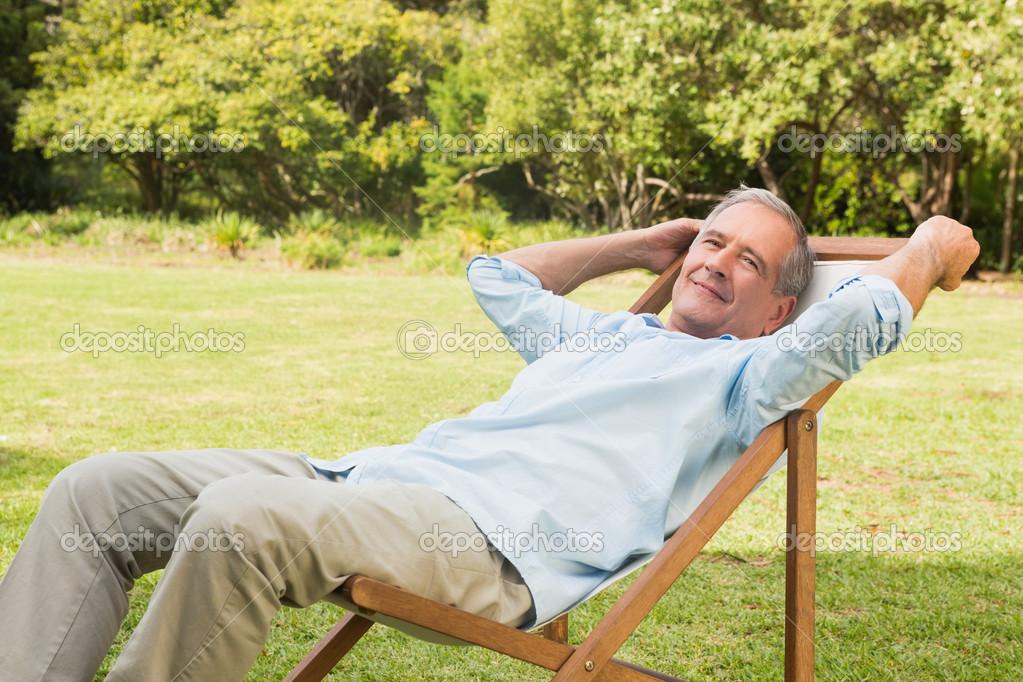 Photographie Sur La Heureux Longue Assis D'âge Mûr — Chaise Homme c354LRjSqA