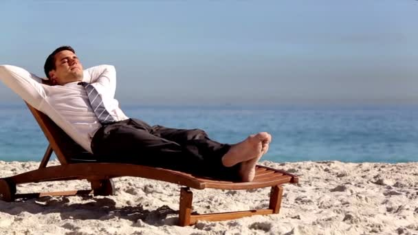 cceb4e116f Unstressed businessman relaxing on the beach