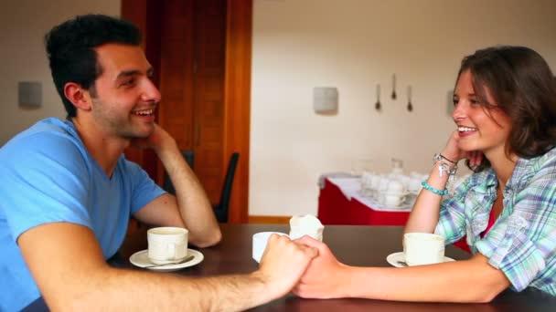 video-studencheskoy-pari-prekrasnie-devushki-berut-v-rot-chlen-erotika