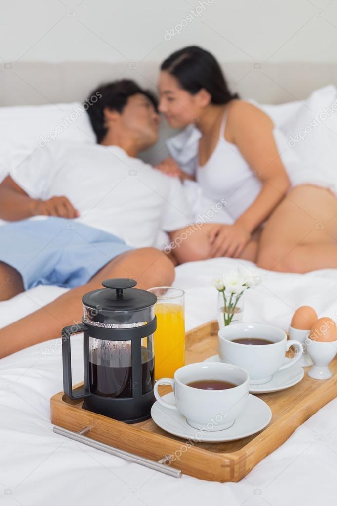 Девушка проснулась а парень принес завтрак — 8