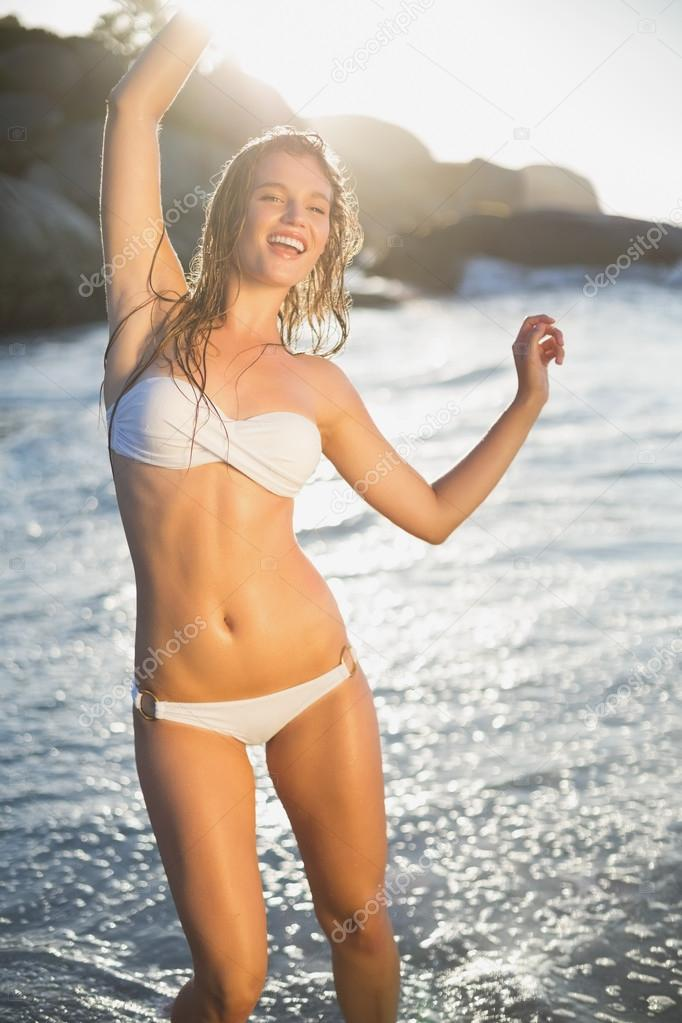 Blondine Im Bikini