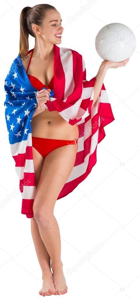 Девушка в бикини с американским флагом