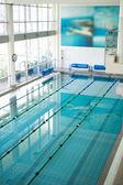 Vysoký úhel záběru prázdný bazén