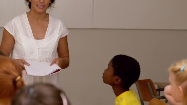 Video teacher seduces seduces young pupil — pic 3
