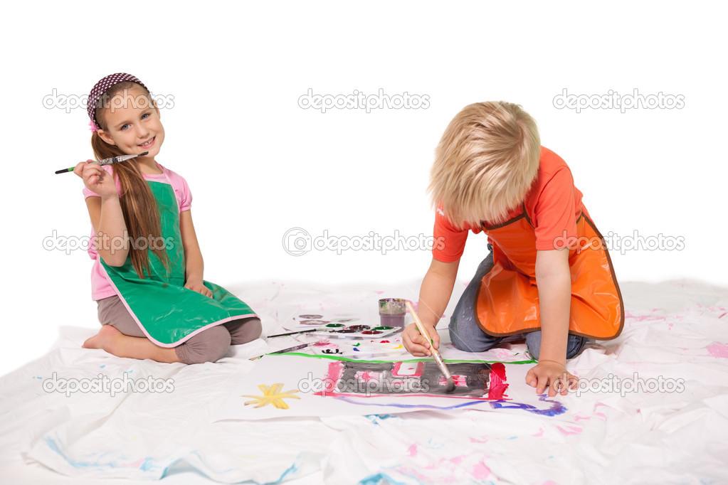 niños pintando en el suelo — Fotos de Stock © Wavebreakmedia #51591271