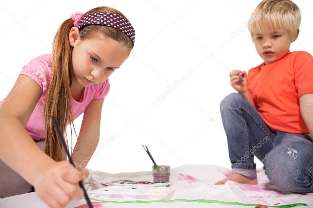 niños pintando en el suelo — Fotos de Stock © Wavebreakmedia #51598021