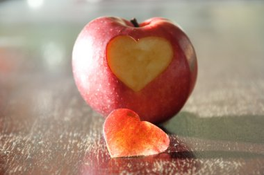 Apple - heart