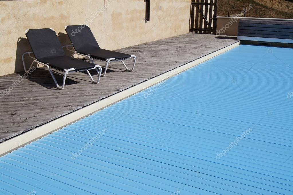 Swimming pool with safety cover