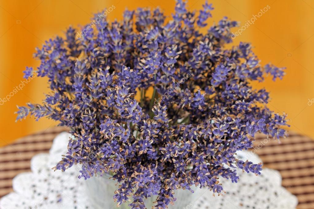 Flores Secas De Lavanda Para Decorar La Sala Fotos De Stock - Decorar-con-flores-secas