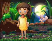 Fényképek Egy kislány az erdőben, egy sárga pöttyös ruhát visel