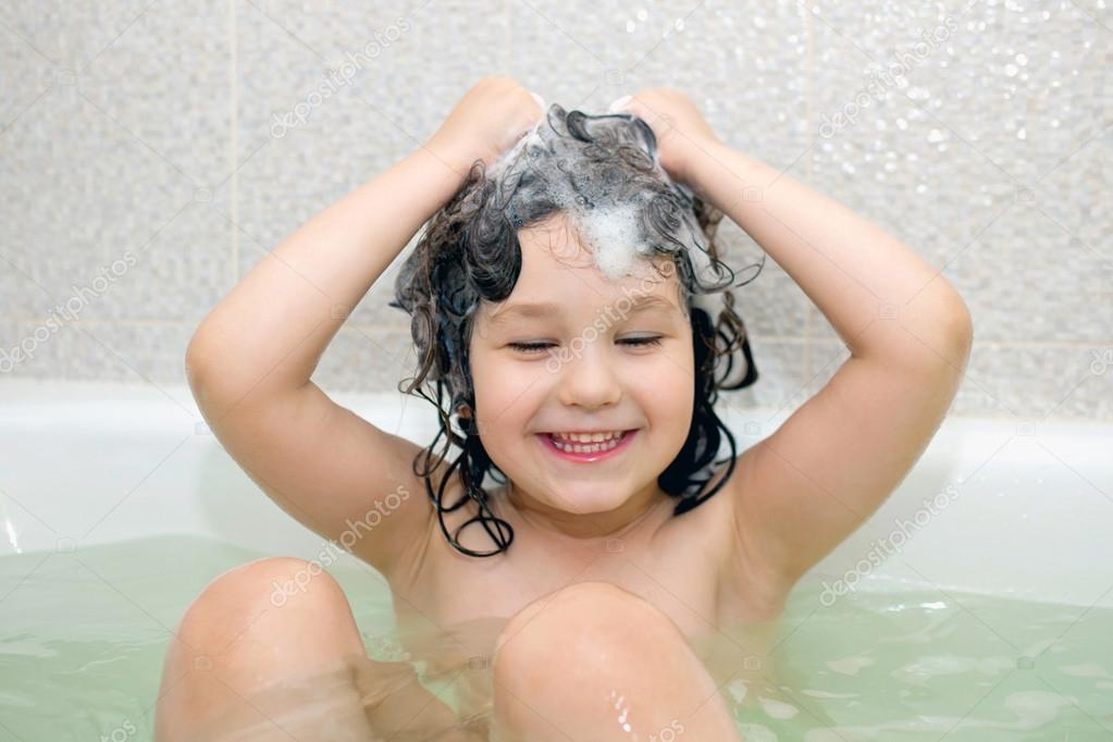 Happy small child bathing in bathtub — Stock Photo © Vitalinka #49918101