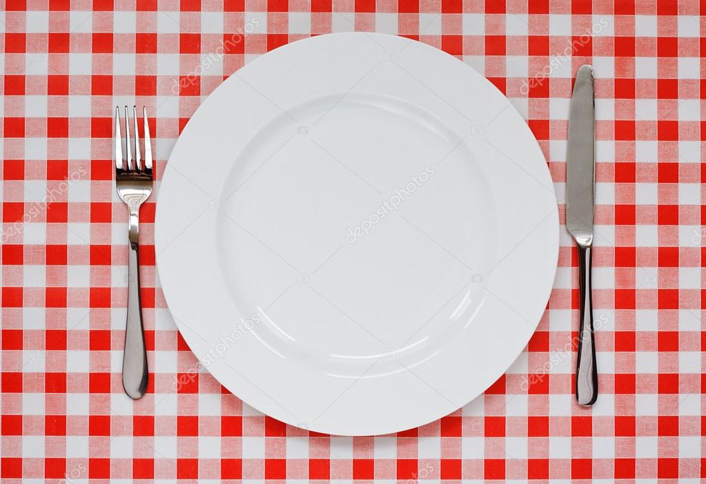 Place setting on red Gingham tablecoth u2014 Stock Photo  sc 1 st  Depositphotos & Place setting on red Gingham tablecoth u2014 Stock Photo ...